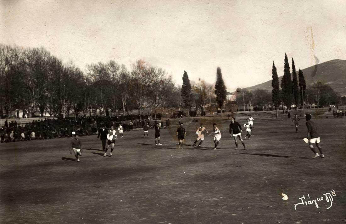O Γιώργος Καλαφάτης αγωνίζεται στο γήπεδο που ο ίδιος –μαζί με τους συναθλητές του– δημιούργησε, στην ιστορική Λεωφόρο.